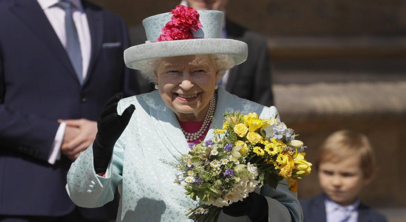 Rainha Elizabeth procura social media