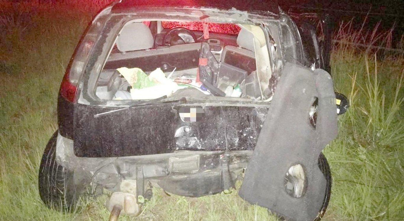 Três pessoas ficam feridas após colisão entre caminhão e dois carros na Zona da Mata