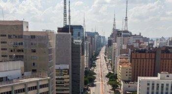 Com isso, os trabalhadores de repartições e dos serviços públicos de São Paulo vão ter expediente normal e regular nos dias 15, 16 e 17 de fevereiro.