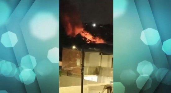 Incêndio atinge empresa que armazena adubo e vende sementes no Recife
