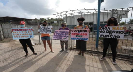 Protesto em frente a posto onde técnica de enfermagem foi estuprada pede segurança em Jaboatão dos Guararapes