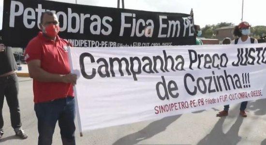 Petroleiros fazem ato em apoio à greve dos caminhoneiros e contra alta de combustíveis