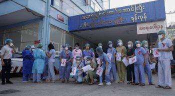 Médicos, dentistas, enfermeiros e trabalhadores de 74 hospitais e centros de saúde em mais de 30 cidades juntaram-se à mobilização