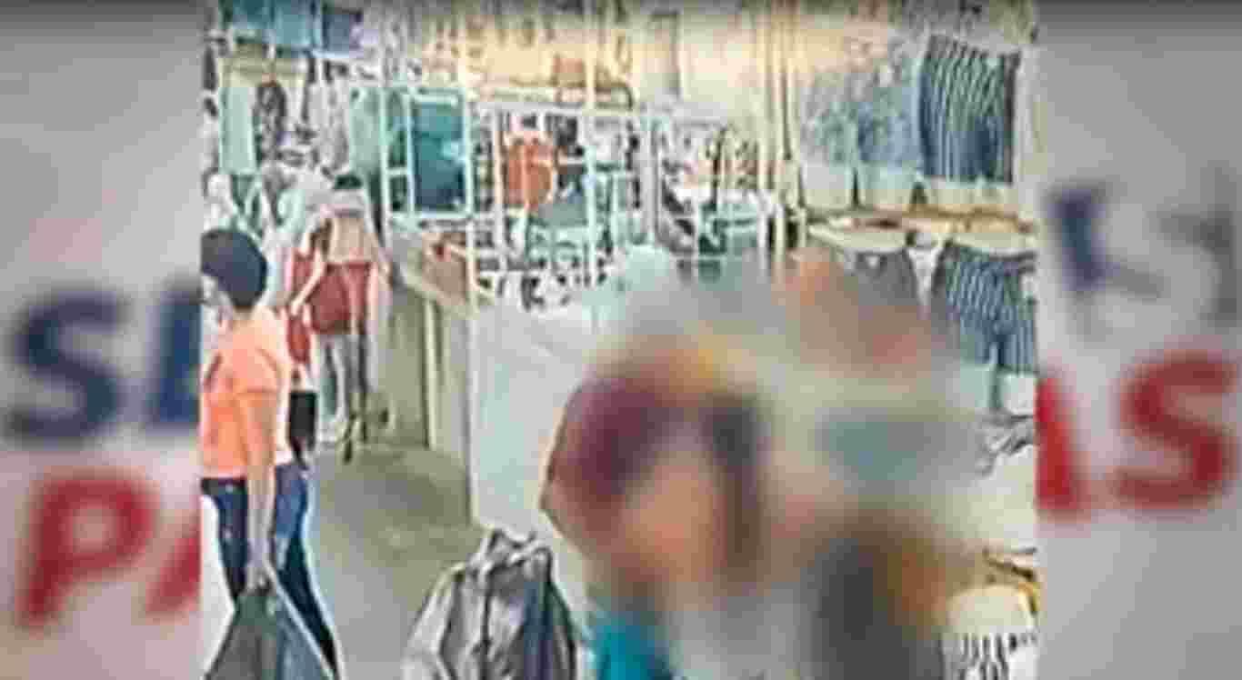 O furto no Moda Center foi registrado por uma câmera de segurança