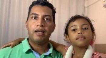 Dobson Santos, marido da cantora, e a pequena Mel, filha de Amanda Wanessa