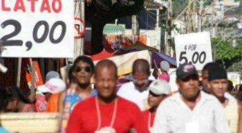 A Ambev lançou a campanha Ajude um Ambulante e promete pagar R$ 25 para ambulantes