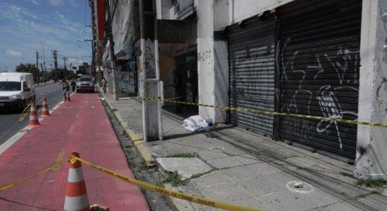 Idosa morre após ser atingida por pedaço de pedra no centro do Recife