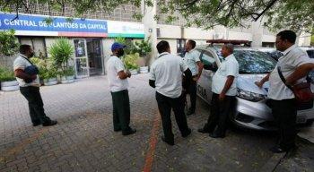 As vítimas foram até a Central de Plantões da Capital para registrar um boletim de ocorrência.