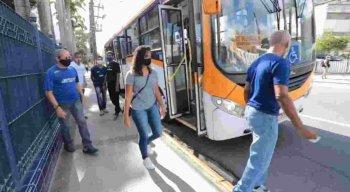 O ônibus solidário da instituição trouxe cerca de 16 pessoas para contribuir com o hemocentro