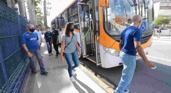 Ônibus leva moradores de Abreu e Lima para contribuir com doação de sangue para o Hemope