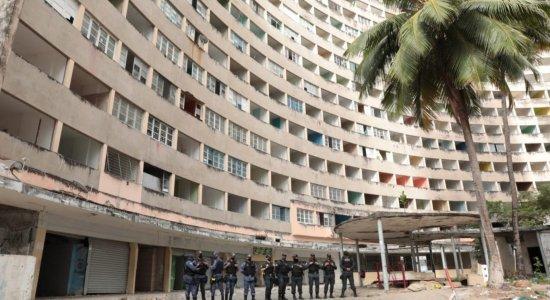 Criminosos invadem Edifício Holiday e roubam estrutura das janelas dos apartamentos em Boa Viagem