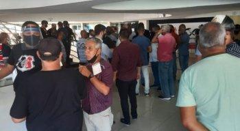 Aglomerações dentro da sede do Santa Cruz durante as eleições do clube