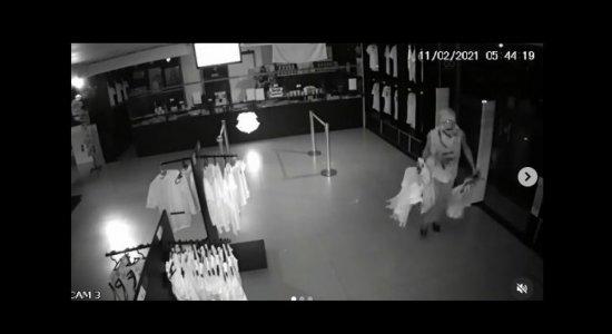 Em dia de eleição para presidência do Santa Cruz, homem invade e furta loja oficial da Cobra Coral