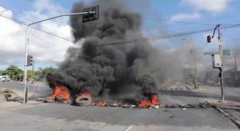 Moradores daComunidade Sítio Santa Francisca atearam fogo em pneus na via