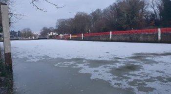 Rio Tâmisa congelado após 60 anos