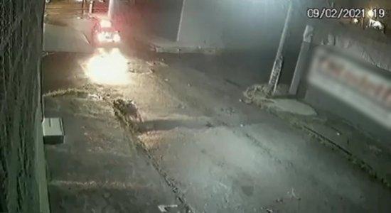 Vídeo: câmera flagra momento em que mulher é morta pelo ex-namorado a facadas