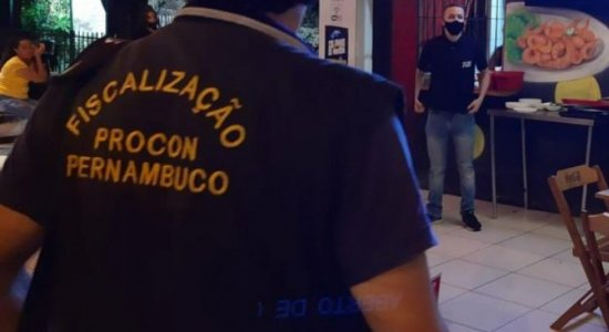 Procon autua três estabelecimentos no Grande Recife por funcionarem após horário permitido