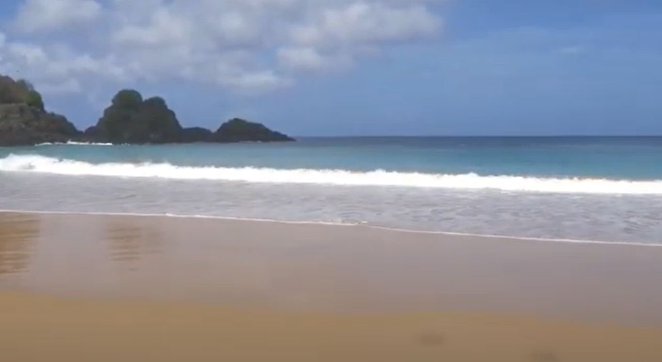 Praia do Sancho foi eleita a mais bonita do mundo