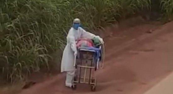 Vídeo mostra paciente com Covid-19 sendo levada em maca pela BR-230 no Pará