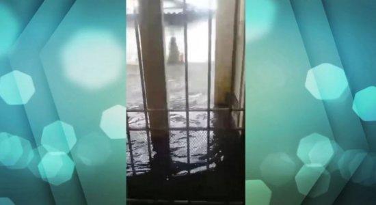 Chuva invade casas no bairro do Vasco da Gama; moradores convivem com medo e prejuízo
