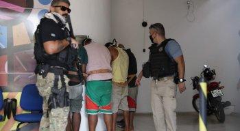Cinco pessoas que estavam no barco na costa de Pernambuco foram presos
