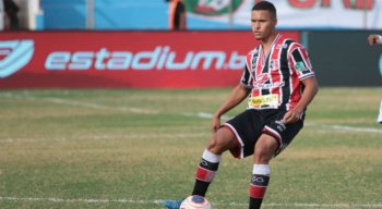 André se destacou com a camisa do Santa Cruz na temporada 2020 e está acertando com o Atlético-GO