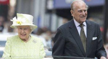 Rainha Elizabeth II, de 94 anos e Príncipe Philip, de 99 anos