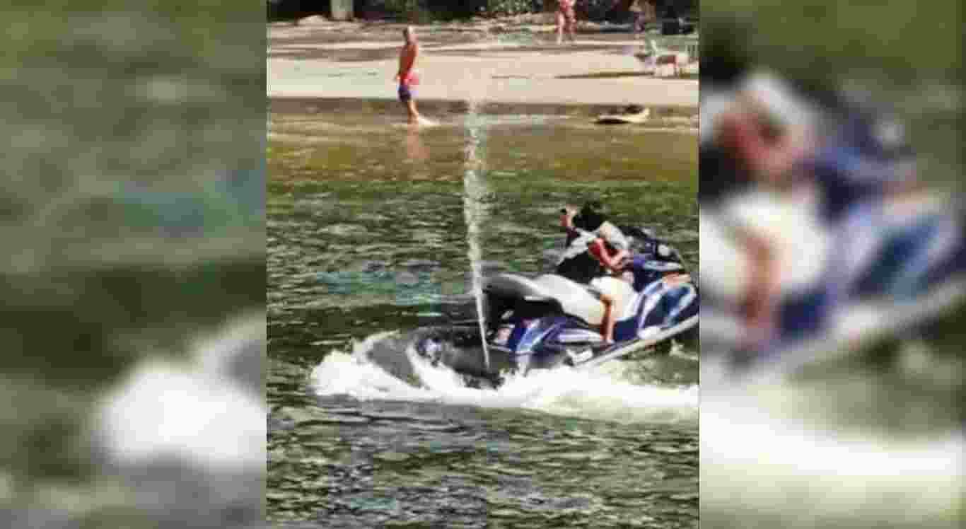 O menino foi flagrado pilotando uma moto aquática
