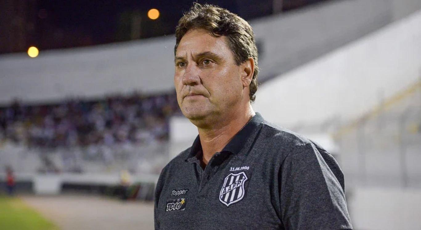 João Brigatti, de 56 anos, é o novo técnico do Santa Cruz.