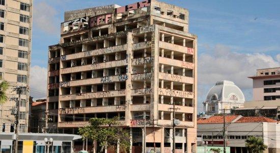 Vandalismo: pichações se espalham pelo Recife e moradores pedem punição