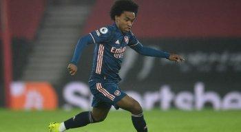 Willian, meia do Arsenal, sofreu ofensas raciais online