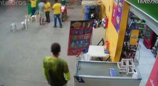 Vídeo mostra assalto a posto de gasolina em Santa Cruz do Capibaribe