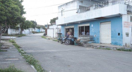 Vídeo: Mais de 10 pessoas são assaltadas durante arrastão em São Lourenço da Mata