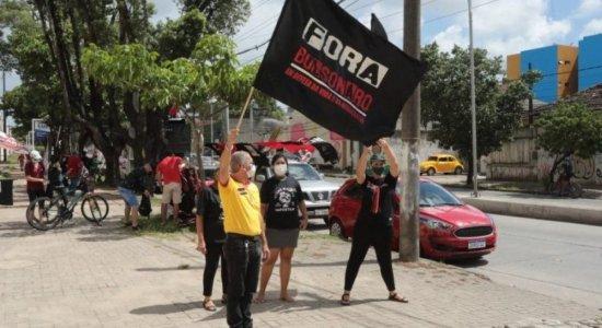 Carreata pede impeachment de Jair Bolsonaro, no Recife; veja fotos e vídeos