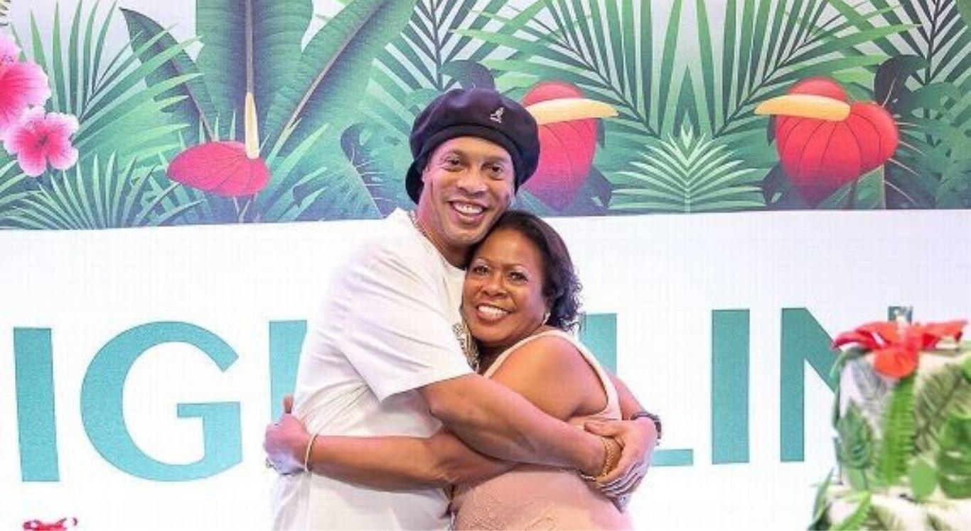 Ronaldinho Gaúcho e a mãe, Dona Miguelina.
