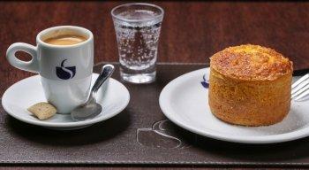 Desde sua popularização, por volta do século 17, as cafeterias logo se tornaram lugares para conversas sérias, como discussões e debates políticos