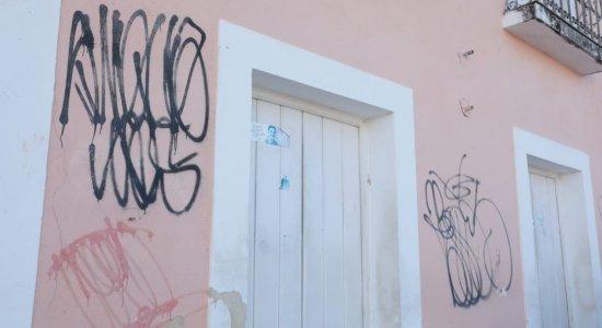 Pichações em prédios de Olinda sujam história da cidade