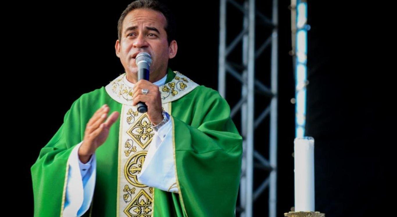 Padre Arlindo vai receber medalha por seus atos solidários