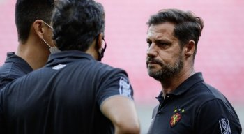 Ricardo Severo (D), técnico do sub-20, vai comandar o Sport na estreia do Pernambucano