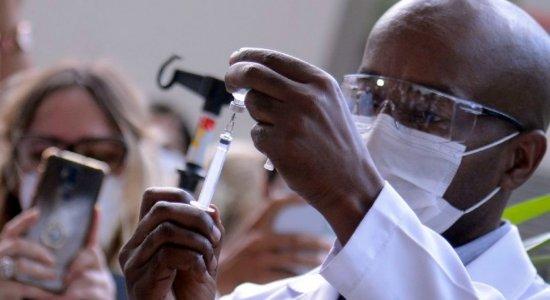 Novas doses da vacina de Oxford/AstraZeneca já estão na Fiocruz