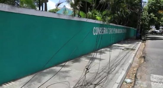 Roubo de fios causa transtornos para moradores e comerciantes do Recife