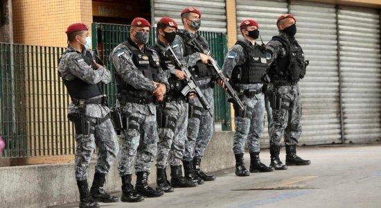 Polícia Militar, PCR e Secretaria de Desenvolvimento Urbano fazem operação no Terminal do Barro