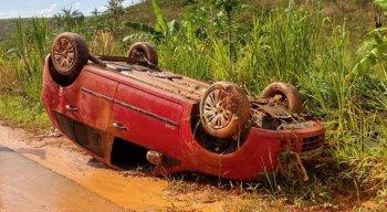Motorista perdeu o controle e capotou o carro