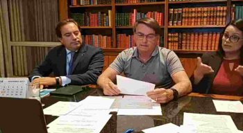 Bolsonaro falou sobre o auxílio emergencial em live semanal realizada no Facebook.
