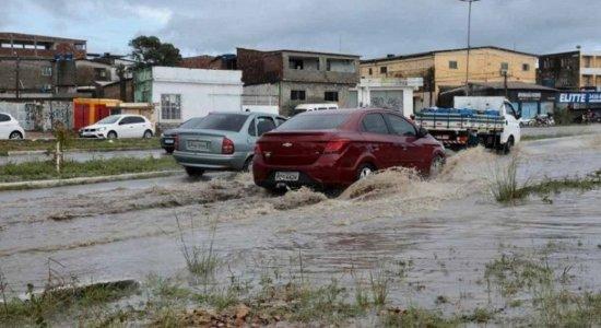 Grande Recife registra menos chuva, mas ainda tem pontos de alagamento