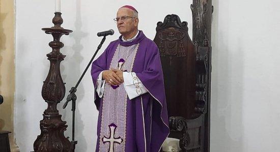 Dom Fernando Saburido conduz Celebração da Paixão de Cristo, em Olinda