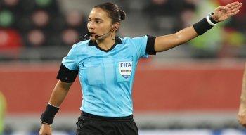 Edina está no quadro da Fifa desde 2016 e já comandou jogos da Série A do Campeonato Brasileiro masculino e uma semifinal da Copa do Mundo Feminina de 2019.