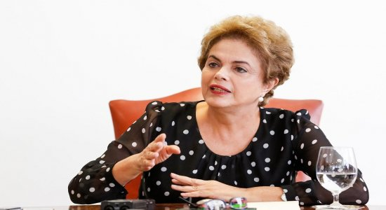 Auxílio emergencial não pode ser objeto de chantagem de Bolsonaro, diz Dilma