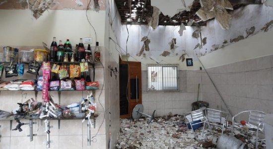 Explosão destrói casa e deixa idosa ferida em Vitória de Santo Antão