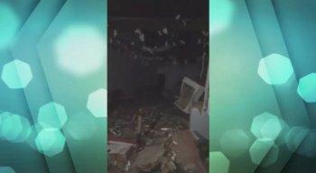 A explosão deixou a agência destruída.